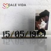 ¿Quieres hacer un 🎁 original?  Los portafotos📸 de madera personalizados son una buena opción. Recuerda fechas y momentos especiales de aniversarios, bautizos, bodas... y seguro que encontrarás el lugar perfecto para colocar esa foto especial.  #dalevida #dalevidatuvida #regalosoriginales #regalospersonalizados #regalosconamor #sanvalentin #marcofotosmadera #marcopersonalizado #portafotospersonalizado #harrypotter #bodas #bautizos #aniversario